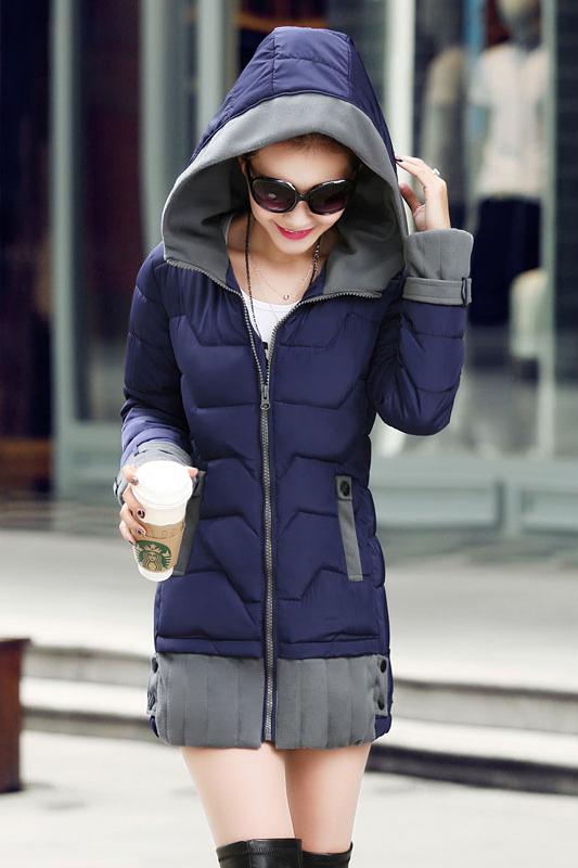 เสื้อโค้ทแฟชั่น พร้อมส่ง สีกรมท่า เนื้อผ้าร่ม ใส่กันลม กันหนาวได้สบายเลยค่ะ ตัวยาว แต่งซิบรูดสีเทา
