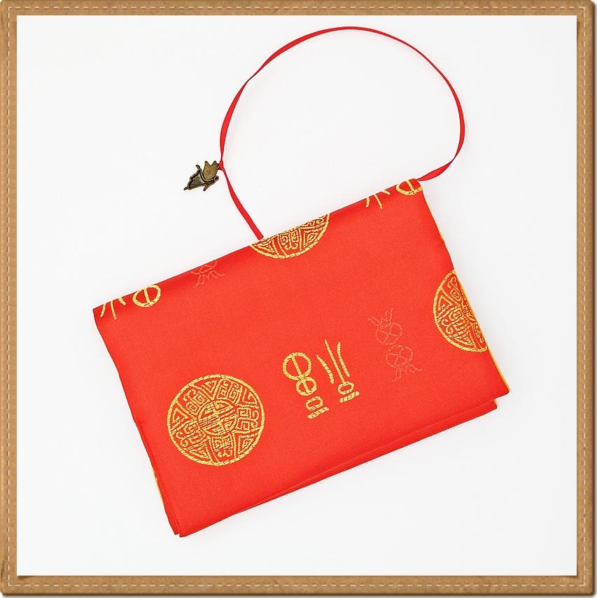 ปกหนังสือผ้าสีแดงลายมงคล(มีเสริมฟองน้ำ)