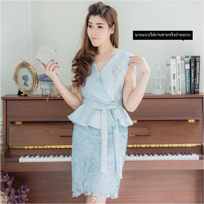 ชุดเดรสสวยหรูสีฟ้า ออกงาน ไปงานแต่งงาน ผ้าไหมอิตาลี ทรงเข้ารูป คอวี แขนกุด เอวระบาย