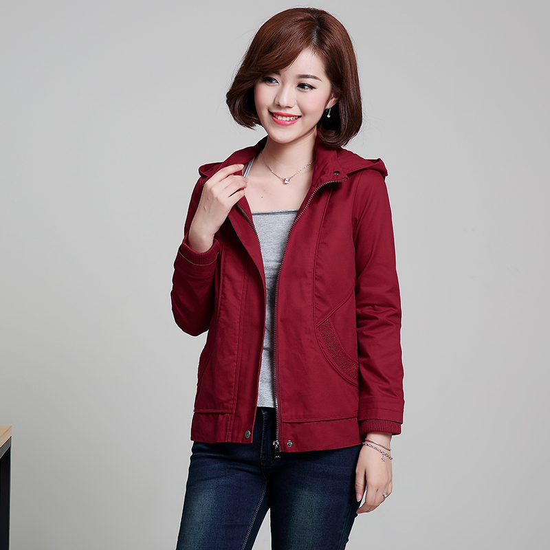 เสื้อกันหนาวแฟชั่น พร้อมส่ง สีแดง แขนยาว แต่งจั๊มปลายแขน แบบซิบรูดติดทับด้วยกระดุมแป๊ก มีฮูท เท่ห์สุดๆ กระเป๋า 2 ข้างใช้งานได้ หน้าหนาวปีนี้พลาดไม่ได้น้า