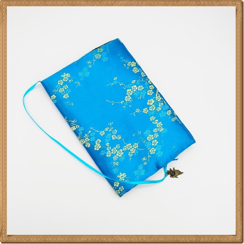 ปกหนังสือผ้าสีฟ้าลายดอกบ๊วย(มีเสริมฟองน้ำ)