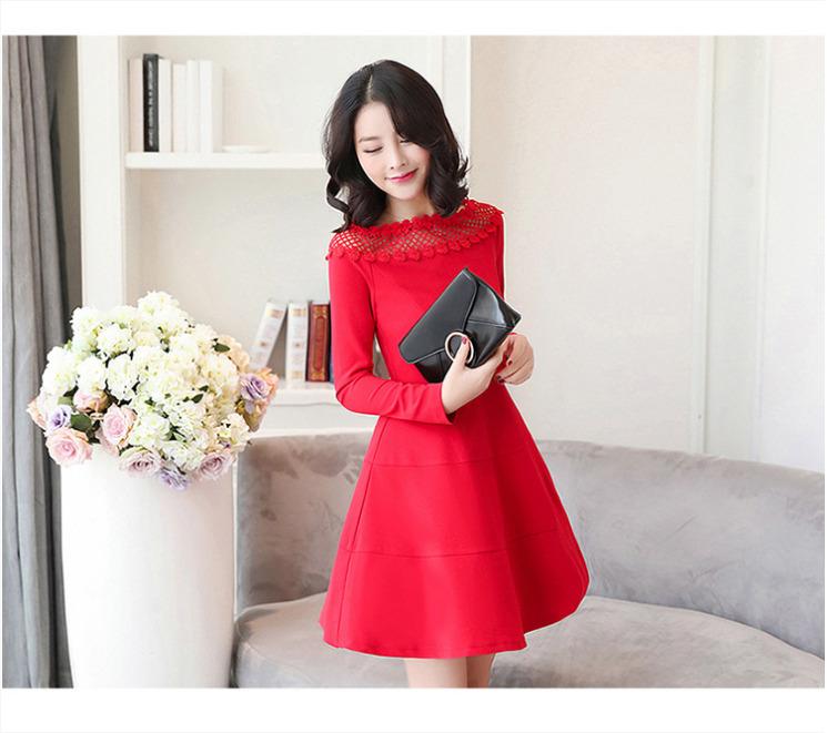 ชุดเดรสสั้นสีแดง เปิดไหล่ แขนยาว สวยๆ น่ารัก สไตล์เกาหลี