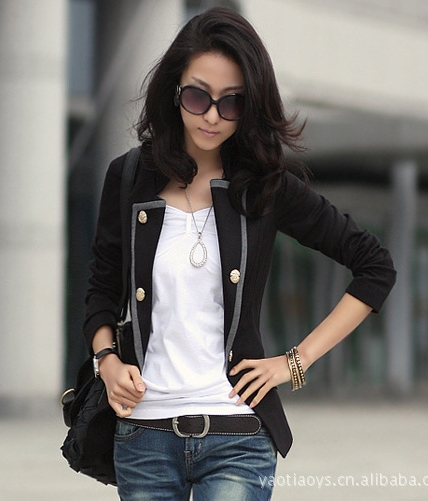 เสื้อสูททำงาน พร้อมส่ง สีดำ แต่งด้วยปกโฉบเฉี่ยวยอดนิยม! กระดุมแบบ MILITARY ทรงสวยเด่นสง่างาม ดีไซน์สวยเก๋