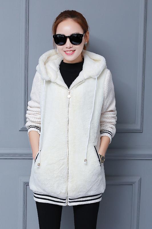 เสื้อกันหนาว พร้อมส่ง สีขาว ช่วงตัวเสื้อบุด้วยผ้าขนสัตว์ฟูๆ แบบซิบรูด มีฮูทสุดเท่ห์ งานเหมือนแบบแน่นอนค่ะ ด้านหลังแต่งลาตุ๊กตาน่ารัก