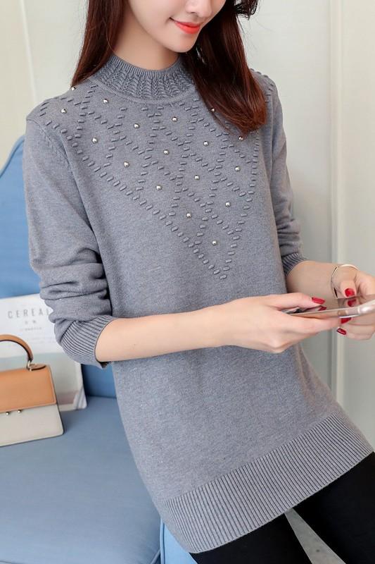 เสื้อกันหนาวไหมพรม พร้อมส่ง สีเทา คอกลม แต่งปักมุดลายน่ารัก แขนยาว ใส่กันหนาวได้ค่ะ