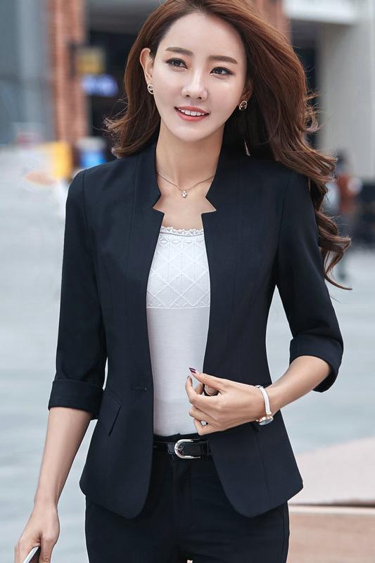 เสื้อสูทแฟชั่น เสื้อสูทสำหรับผู้หญิง พร้อมส่ง สีดำ คอวี แต่งเว้าช่วงคอเสื้อ ผ้าคอตตอน 100 % เนื้อดี คุณภาพงานพรีเมี่ยม งานตัดเย็บเนี๊ยบ ไม่มีซับในระบายอากาศได้ค่ะ แขนพับสามส่วน ติดกระดุมเก๋ มีกระเป๋าใช้งานได้ คัตติ้งสวย งานเนี๊ยบ เหมือนแบบ 100 % ค่ะ