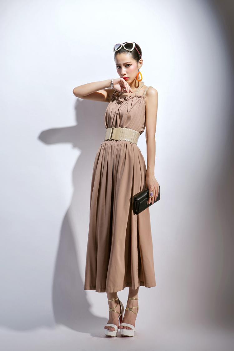 maxi dress ชุดเดรสยาว เปิดไหล่ เปิดหลัง สีน้ำตาล ผ้าชีฟอง ใส่ออกงานได้