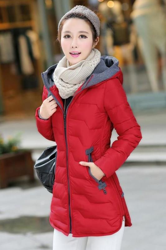เสื้อโค้ทแฟชั่น พร้อมส่ง สีแดง ตัวยาว แต่งซิบรูดสีเทา แต่งปลายแขน และ ชายเสื้อด้วยสีเทา มีฮูทสุดเท่ห์ แฟชั่นมาใหม่สไตล์เกาหลี