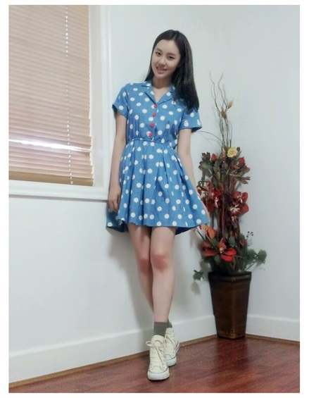 CHERRY DRESS ชุดเดรสแฟชั่นผ้ายีนส์ ลายจุดสีขาว คอปก แขนสั้น สีฟ้า กระดุมหน้าสีแดง จั๊มเอว ใส่ทำงาน เที่ยว น่ารัก ASIA STREET FASHION
