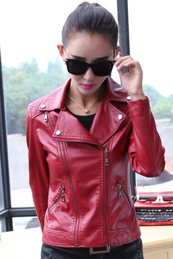 เสื้อแจ็คเก็ต เสื้อหนังแฟชั่น พร้อมส่ง สีแดง คอปก ดีเทลด้วยปกโฉบเฉี่ยว แต่งด้วยซิบรูด สุดเท่ห์ หนัง PU คุณภาพดี หนังเนื้อนิ่มหน้าใส่