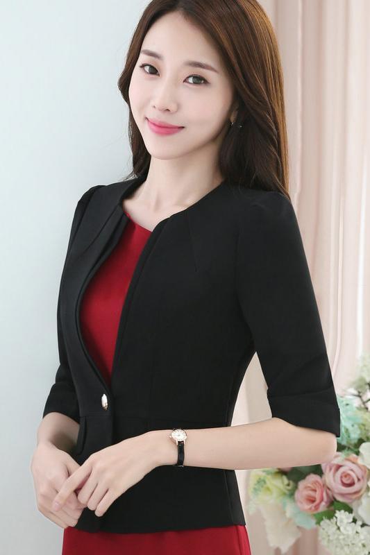 เสื้อสูทแฟชั่น เสื้อสูททำงาน เสื้อสูทสำหรับผู้หญิง พร้อมส่ง สีดำ คอวี แต่งขลิบเสื้อ ผ้าโพลีเอสเตอร์ 100 % เนื้อดี งานตัดเย็บเนี๊ยบ ใส่สบาย แขนสามส่วน ไม่มีซับใน เหมาะสำหรับใส่ทำงานได้ หรือใส่เป็นสูทลำลองได้ค่ะ แต่งกระเป๋าหลอก สินค้าจริง งานสวยเหมือนแบบ