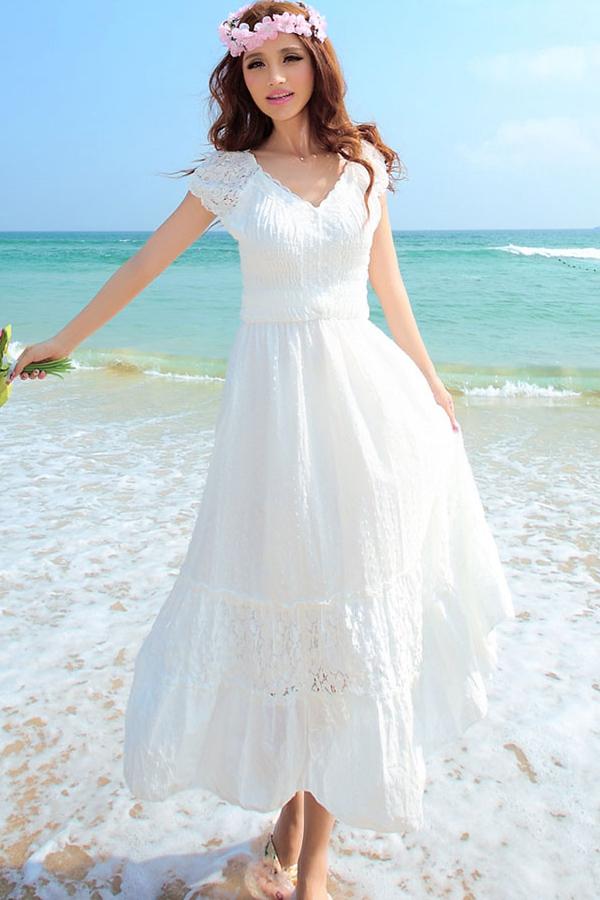 MAXI DRESS ชุดเดรสยาว พร้อมส่ง สีขาว คอวี แขนตุ๊กตาน่ารักๆ แต่งด้วยลายฉลุสลับผ้าลูกไม้ทั้งชุด สม๊อคช่วงตัวเสื้อ กระโปรงบาน น่ารักมากๆ