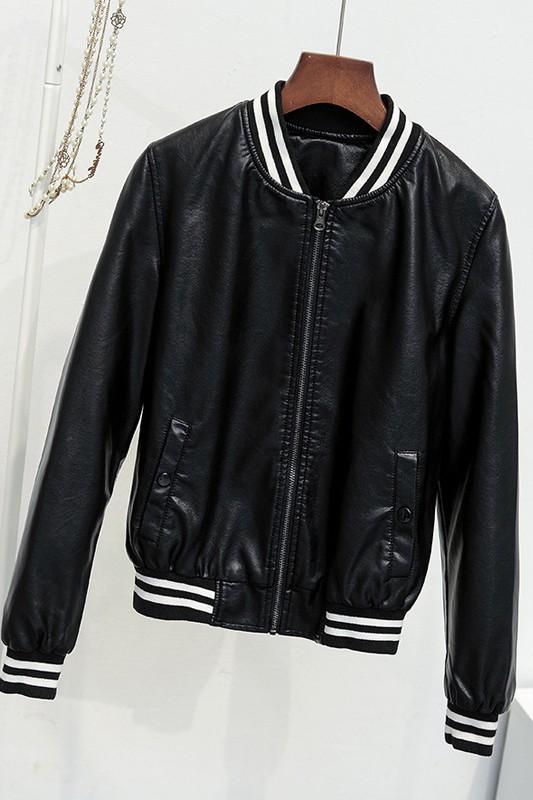 เสื้อแจ็คเก็ต เสื้อหนังแฟชั่น พร้อมส่ง สีดำ แขนยาว จั้มช่วงเอวและแขนเสื้อลายทางเก๋ ซิบหน้า มีซับใน สุดเท่ห์สุดๆ หนังนิ่ม ใส่สบาย