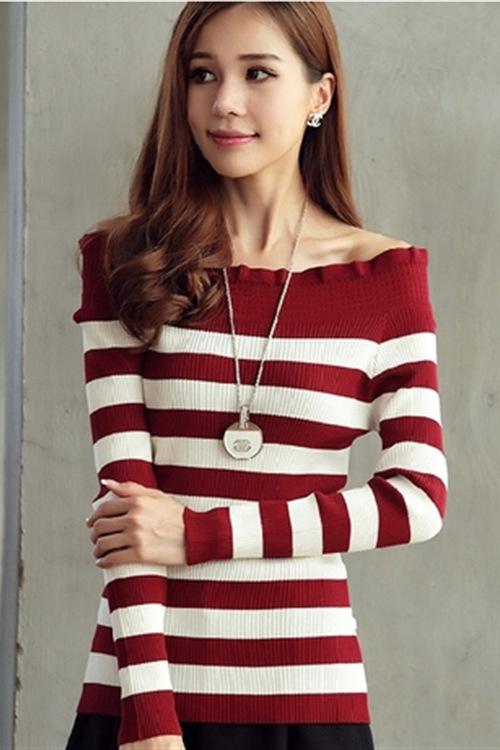 เสื้อไหมพรมแฟชั่น พร้อมส่ง สีแดง คอปาด ลายทางสลับสีขาว แขนยาว ไหล่กว้าง น่ารักมากค่ะ