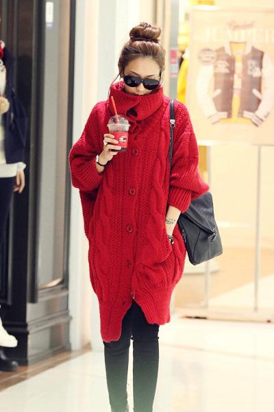 เสื้อกันหนาวไหมพรม พร้อมส่ง สีแดง ตัวโคร่งๆ คอเต่าน่ารัก ถักท่อด้วยผ้าไหมพรมเนื้อแน่น