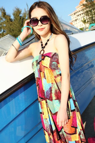 Maxi dress ชุดเดรสยาว พร้อมส่ง สีสันสดใสสะดุดตา ลายสี่เหลี่ยมมิติ เนื้อผ้า ice silk อย่างดี ใส่สบาย เนื้อผ้ามีความยืดหยุ่นได้ดีค่ะ