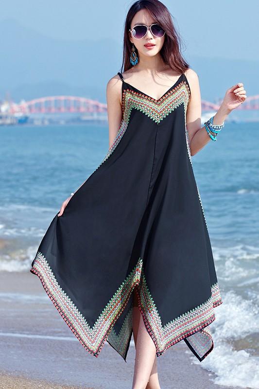 MAXI DRESS ชุดเดรสยาว พร้อมส่ง สีดำ สายเดี่ยว แต่งลวดลายกราฟิกเก๋ กระโปรงยาวบานพริ้วๆ ผ้าชีฟอง เนื้อดี ใส่สบาย มีซับใน สามารถปรับสายได้