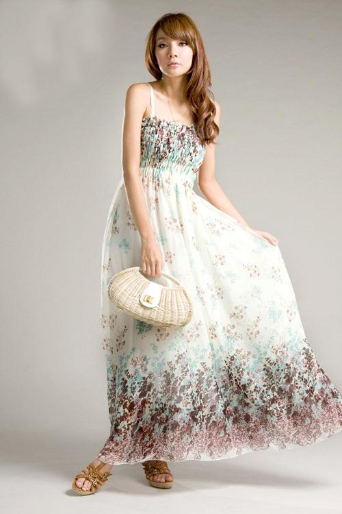 MAXI DRESS ชุดเดรสยาว พร้อมส่ง พื้นสีขาวลายดอก น่ารักๆ สม๊อคช่วงอก สายเดี่ยว เซ็กซี่ มากๆค่ะ