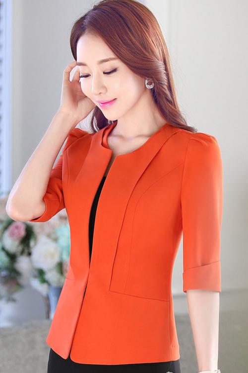 เสื้อสูทแฟชั่น เสื้อสูททำงาน เสื้อสูทสำหรับผู้หญิง พร้อมส่ง สีส้มสดใส ผ้าโพลีเอสเตอร์ 100 % เนื้อดี งานตัดเย็บเนี๊ยบ เย็บเก็บตะเข็บเรียบร้อยค่ะ เนื้อผ้ามีความยืดหยุ่นได้ค่ะ ใส่สบาย แต่งแขนพับสามส่วน