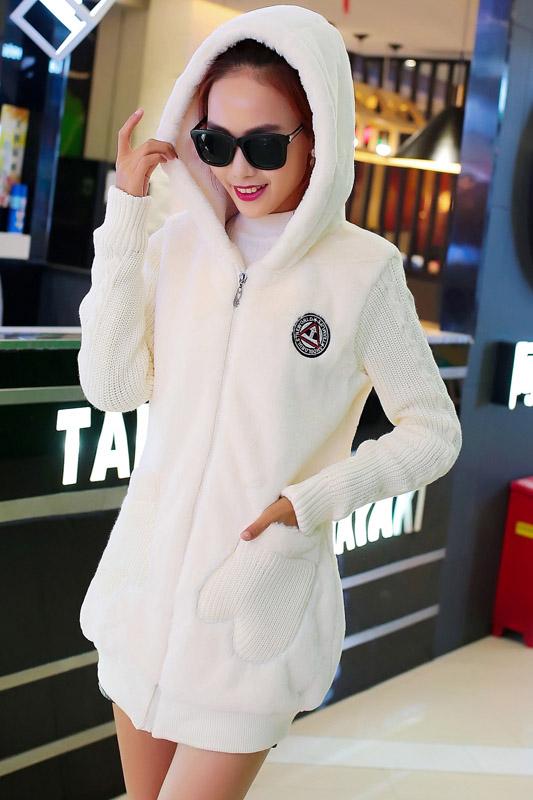 เสื้อกันหนาว พร้อมส่ง สีขาว ช่วงตัวเสื้อบุด้วยผ้าขนสัตว์ฟูๆ แบบซิบรูด มีฮูทสุดเท่ห์ งานเหมือนแบบแน่นอนค่ะ แขนยาวช่วงแขนเป็นผ้าไหมพรม ใส่แล้วอุ่นแน่นอนค่ะ