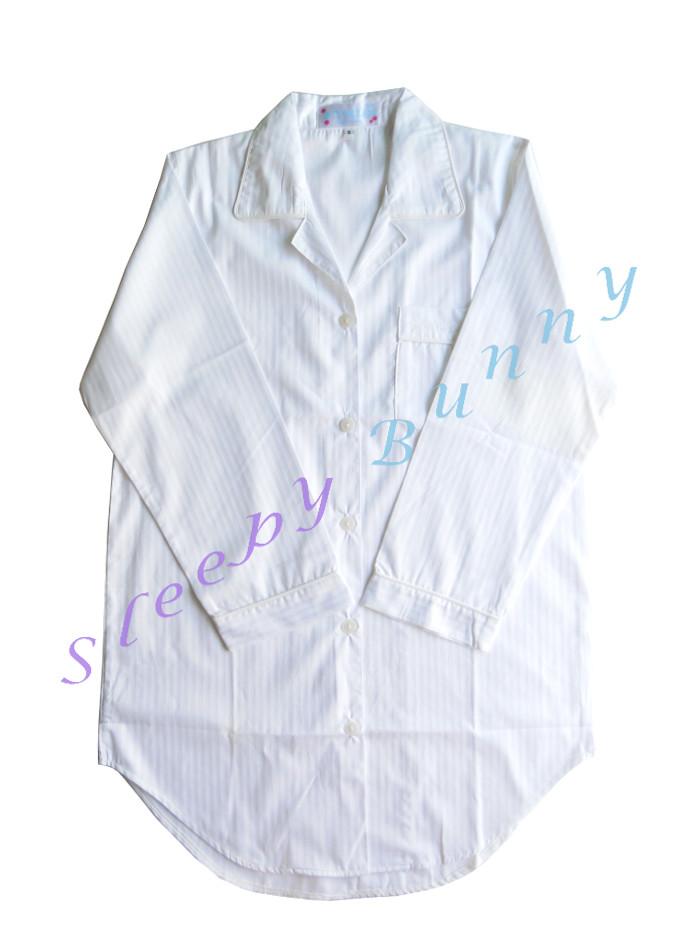 ขายแล้วค่ะ ds19 ชุดนอนเดรสเชิ้ตสีขาว ลายริ้วในเนื้อผ้า Size S