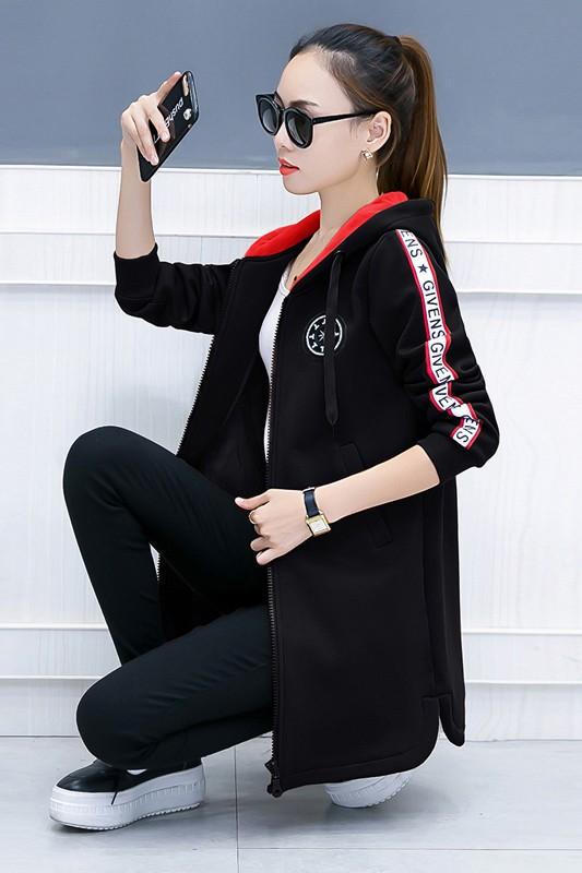 เสื้อกันหนาวสีดำ ตัวยาวคลุมสะโพก พร้อมส่ง มีซับใน แต่งแถบแขนลายแฟชั่นกำลังฮิต แบบซิบรูดใช้งานได้สะดวก