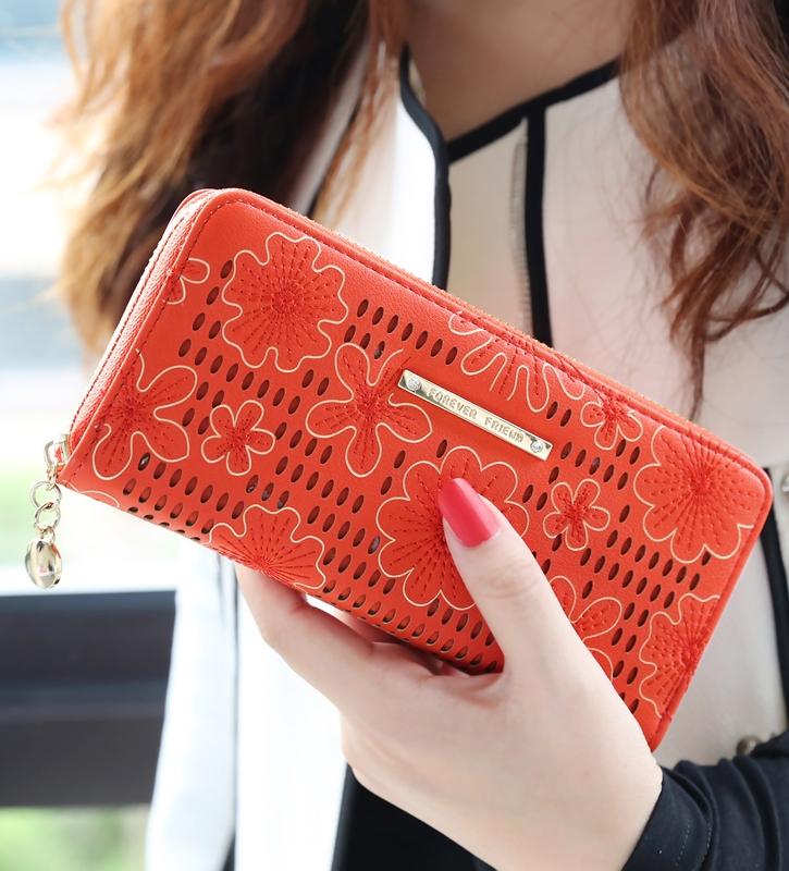 กระเป๋าสตางค์แฟชั่น KOS พร้อมส่ง สีส้ม หนัง PU ใบยาว แต่งลายดอกไม้ มีช่องในนามบัตรหลายช่อง มีจี้ห้อยน่ารักๆ