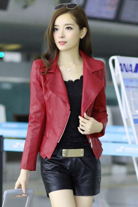 เสื้อแจ็คเก็ต เสื้อหนังแฟชั่น พร้อมส่ง สีแดง คอปกเก๋ หนังนิ่ม ใส่สบาย แต่งซิบตรงหัวไหล่เก๋ค่ะ แขนยาว แต่งด้วยซิบรูด สุดเท่ห์ มีซับใน