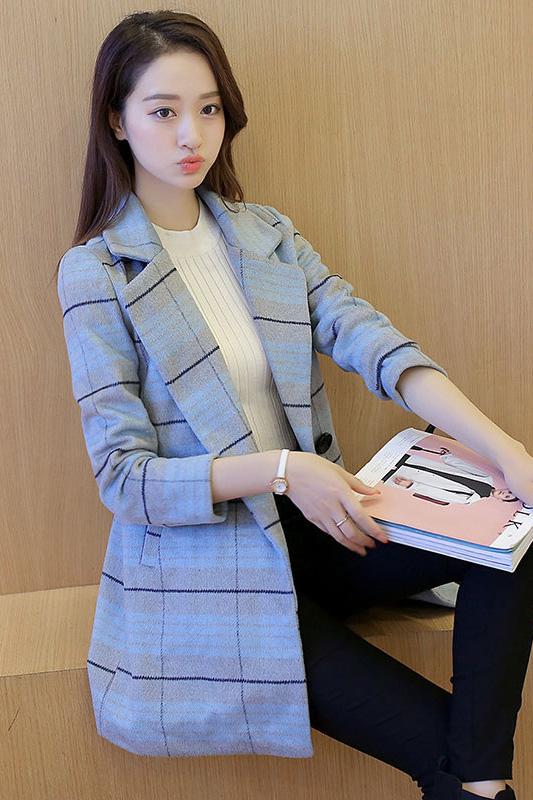 เสื้อโค้ทแฟชั่น พร้อมส่ง สีฟ้าลายตารางสีเทา ตัดสีสวย คอปกเก๋ งานสวยเหมือนแบบแน่นอนค่ะ ใส่ไปต่างประเทศได้ มีกระเป๋าด้านข้าง มีซับใน ชุดนี้ ลุคสาวมาดมั่น ไฮโซสุดๆ