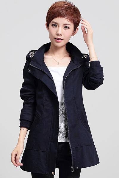 สื้อกันหนาว พร้อมส่ง สีกรมท่า ตัวยาวคลุมสะโพก ดีเทลกระเป๋าเก๋ แบบซิบรูดเก๋ มีฮูทแต่งลายเก๋เท่ห์สุดๆ เสื้อตัวนี้หน้าหนาวปีนี้พลาดไม่ได้เลยค่ะ