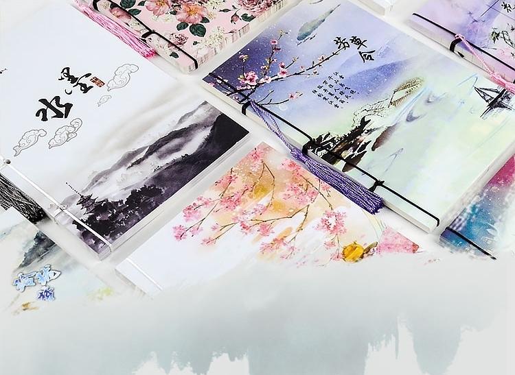 สมุดโน้ตสันเชือกมีพู่ห้อย เล่มขนาด 14 *21 ซม. เนื้อในกระดาษขาวพิมพ์ 4 สี