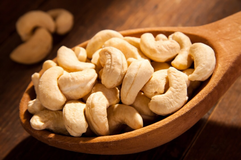 เม็ดมะม่วงหิมพานต์แบบเต็มเม็ด (Cashew nut) 500g