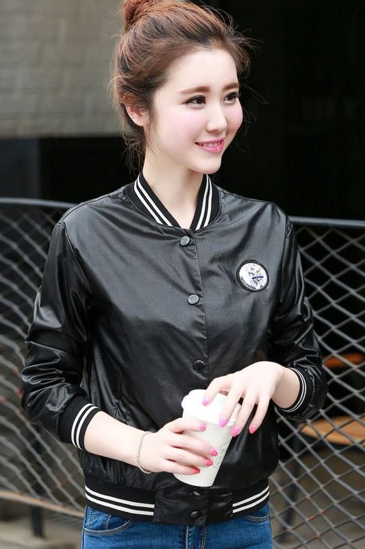 เสื้อแจ็คเก็ต เสื้อหนังแฟชั่น เสื้อคลุม พร้อมส่ง สีดำ หนัง PU แขนยาว จั้มช่วงเอวและแขนเสื้อลายทางสุดเท่ห์สุดๆ กระดุมแป๊ก มีซับใน หนังนิ่ม ใส่สบาย
