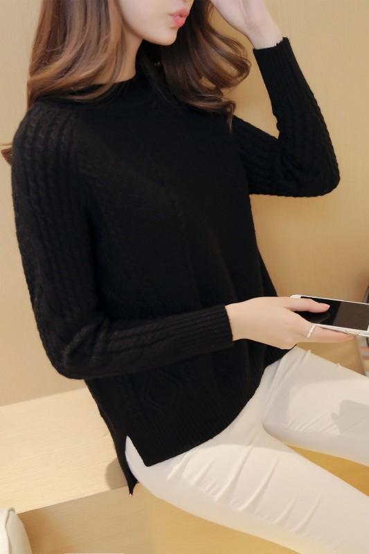 เสื้อกันหนาวไหมพรม พร้อมส่ง สีดำ คอกลม แต่งลายถักลูกโซ่ช่วงแขน ด้านข้างแต่งลายข้ามหลามตัด แขนยาว ตัวสั้น ใส่กันหนาวได้ค่ะ ผ้าไหมพรมมีความยืดหยุ่นได้ อุ่นๆใส่กันหนาวได้ สินค้าจริงน่ารัก งานสวยเหมือนแบบเลยค่ะ