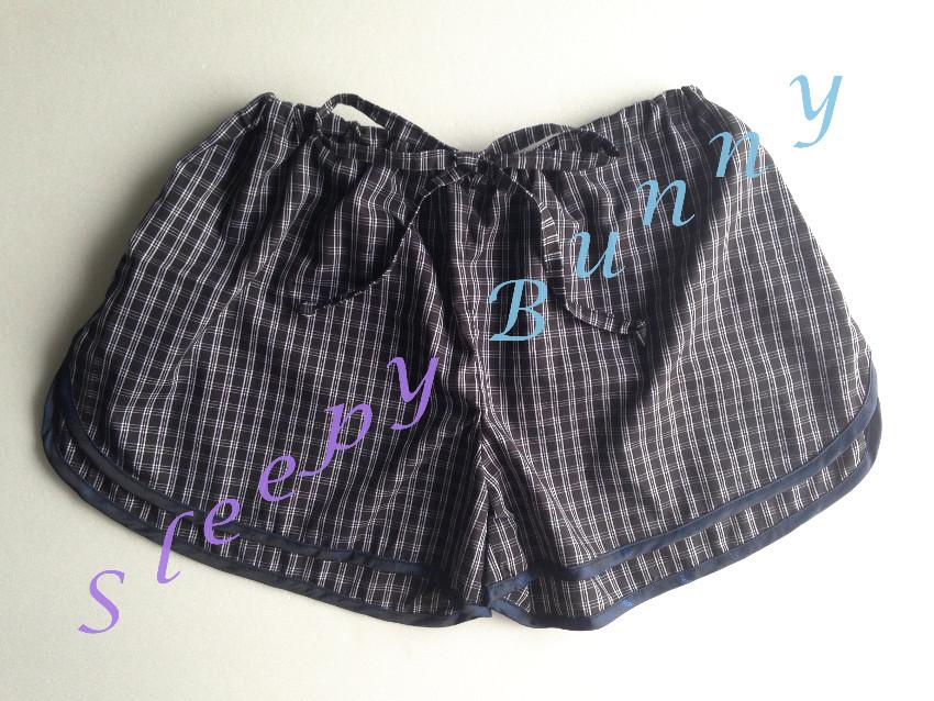 คุณละอองดาว CF ค่ะ bx50 ( free size สะโพกไม่เกิน 40 นิ้ว) กางเกงขาสั้น boxer ผู้หญิง ลายสก็อตสีขาวดำ กุ๊นขอบสีกรม พร้อมส่ง