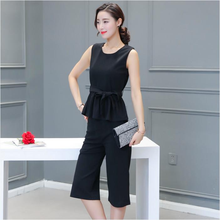 ชุดเซ็ทแฟชั่นสีดำ เสื้อแขนกุด + กางเกงห้าส่วน ขาทรงกระบอก