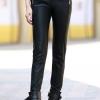 กางเกงแฟชั่น กางเกงหนัง พร้อมส่ง สีดำ เอวต่ำ หนังด้าน มีความยืดหยุ่นได้นิดหน่อยค่ะ ขายาวเดฟเข้ารูป สุดเท่ห์