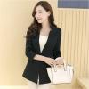 เสื้อสูททำงานผู้หญิงสีดำ ทรงสวย เข้ารูป แขนยาว แนวเรียบๆ สวยดูดี สไตล์สาวทำงานออฟฟิศ