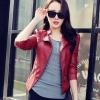 เสื้อแจ็คเก็ต สีแดง คอจีน พร้อมส่ง ดีเทลด้วยปกโฉบเฉี่ยว แต่งกระเป๋าหลอกด้วยซิบรูด สุดเท่ห์