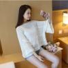 เสื้อไหมพรมสีขาว ทรงปล่อย แขนยาว เรียบๆ สวยดูดี ใส่สบาย