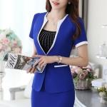 ชุดสูททำงาน เซ็ตคู่ เสื้อสูทสีน้ำเงิน แขนสั้น เนื้อผ้าโพลีเอสเตอร์ + คอนตอน แต่งขลิบสีขาว 2 ข้างเก๋ ดีเทลแขนพับ คอวีลึก กระโปรงทรงเอ สีน้ำเงิน