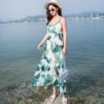 maxi dress สีพื้นขาว สวยมากๆค่ะ ใส่สบาย ลายใบไม้สีเขียว คอวีลึก สายเดี่ยว เอวล็อคผู้เชือกด้านหลัง