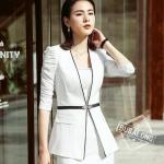 เสื้อสูทแฟชั่น พร้อมส่ง เสื้อสูท สีขาว แต่งขลิบสีดำเก๋ แขนสีส่วนแต่งด้วยผ้ามุ้งหยุ่นๆ ตัวยาวคลุมสะโพก ดีเทลกระดุมสุดเก๋