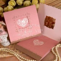 การ์ดแต่งงานพับสามตอน ขนาด 5.75x5.75 นิ้ว สีชมพู รหัส 60131(พิมพ์เฉพาะทองเงา)