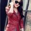 เสื้อแจ็คเก็ต สีแดง คอจีน พร้อมส่ง ดีเทลด้วยปกโฉบเฉี่ยว แต่งกระเป๋าหลอกด้วยซิบรูด สุดเท่ห์ thumbnail 3