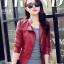 เสื้อแจ็คเก็ต สีแดง คอจีน พร้อมส่ง ดีเทลด้วยปกโฉบเฉี่ยว แต่งกระเป๋าหลอกด้วยซิบรูด สุดเท่ห์ thumbnail 7